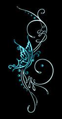 Großes Tribal Tattoo Ornament mit großem Schmetterling. Sehr feminin. Passend für den Sommer. Türkis.
