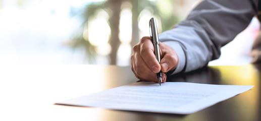 Signing Official Document Fotoväggar