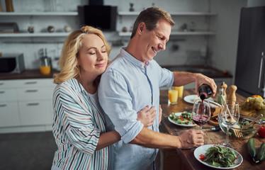 Keuken foto achterwand Koken Senior couple on kitchen