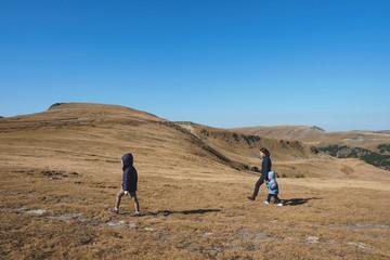Transalpina walk of mother and children