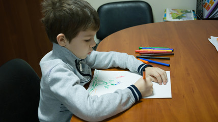 a child draws a color picture