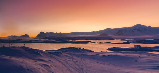 Foto op Plexiglas Antarctica Antarctica sunset panoramic view. Epic bays surrounded by the snow covered land with the animal footprints. Breathtaking polar scenery. Ideal background for the winter collages and illustrations.