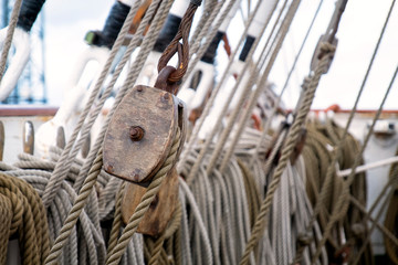 a lot of ropes on a sailboat