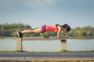 "Woman runners are doing ""plank"" to strengthen the core muscles."