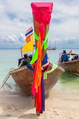barques thaïlandaises, Long Tail Boats, à Tup Islands