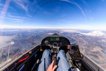 Ausblick aus einem Segelflugzeug in großer Höhe