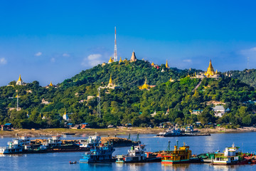 Fototapete - Sagaing hills  and the Ayarwaddy River  skyline  Myanmar (Burma)