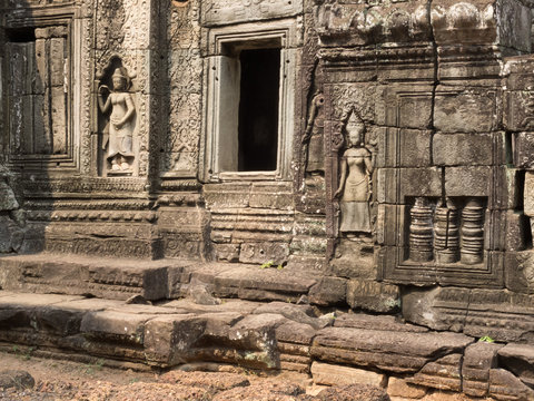 Celestial khmer dancers on a wall in Angkor wat.