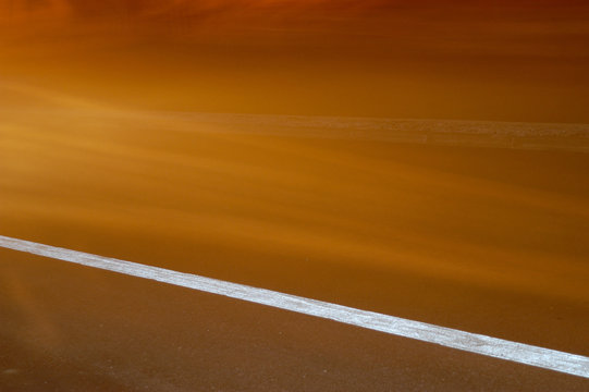 Ligne blanche sur route, White line on road