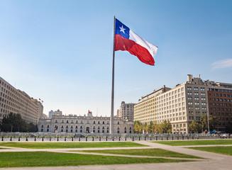 Papiers peints Amérique du Sud La Moneda Palace and Bicentenario Chilean Flag - Santiago, Chile