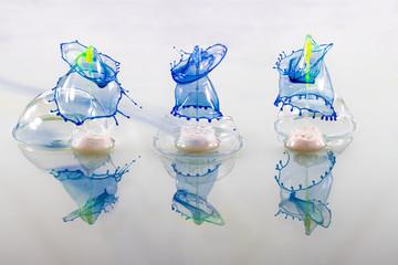 3 blaue Tropfen aus der Seifenblase