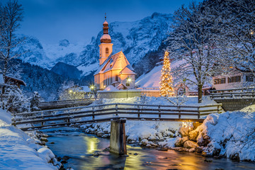 Zelfklevend Fotobehang Europese Plekken Church of Ramsau in winter twilight, Bavaria, Germany