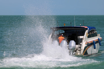 Speed boat engine is runing with sea water splashing