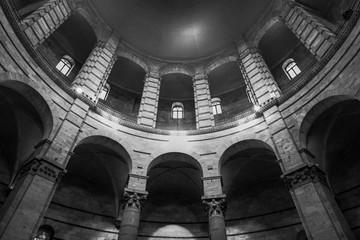 Pisa - Interno Battisitero