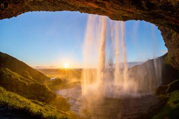 Fond de hotte en verre imprimé Marron chocolat Seljalandfoss Waterfall at Sunset, Iceland