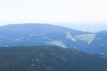 Panorama na polskie góry w letni dzień