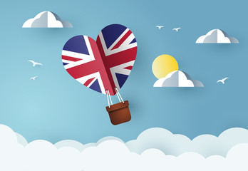 Heart air balloon with Flag of United Kingdom for independence day or something similar Fototapete