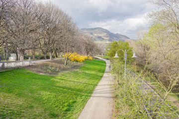 Parkanlage in Bozen im Frühling
