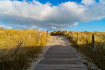Strandaufgang über Dünen an der Ostsee