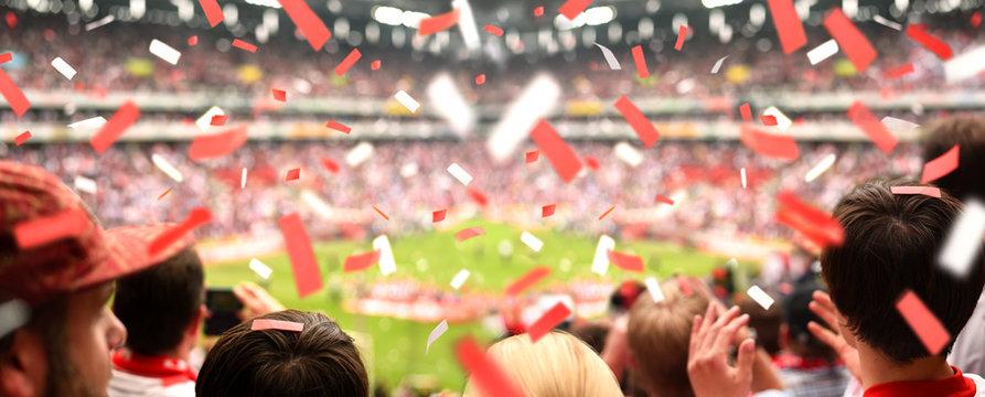 Begeisterte Fußball-Fans im Stadion | XXL Panorama