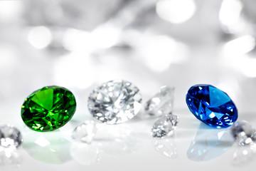 Edelsteine geschliffen für Schmuck, Diamanten, Smaragd und Saphir
