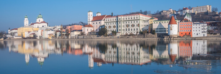 Skyline von Passau im Winter