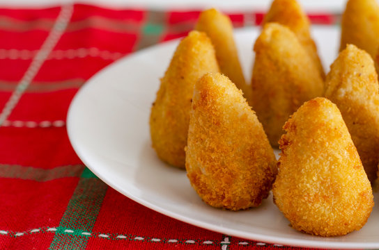 Brazilian snack. The coxinha is a brazilian salgadinho, of origin paulista, also common in Portugal, made with mass of wheat flour and chicken stock.