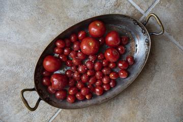 Dish of fresh cherry tomatoes