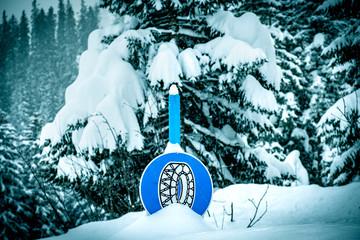 Snow chain sign deep snow