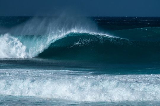 Perfectly shaped surfing wave - Banzai Pipline. The North Shore of Oahu, Hawaii