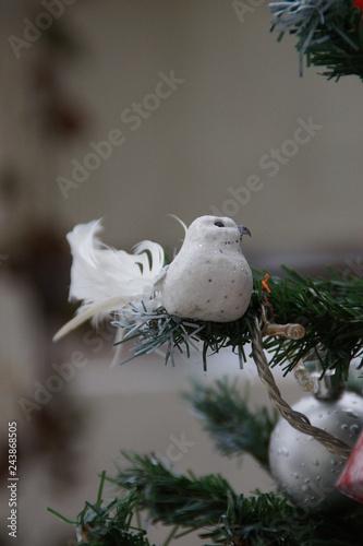 Un Oiseau Sur La Branche Du Sapin Décoration Stock Photo And