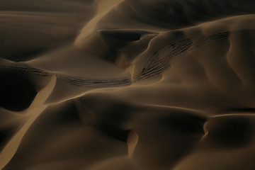The Wider Image: Rallying-The Dakar, a world of sand and solitude