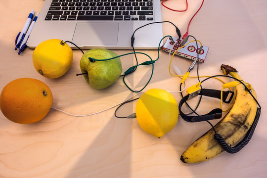 Using fruit to control a computer game. Banana piano