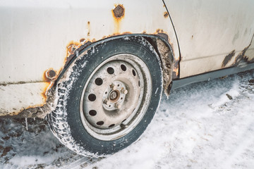 The bottom of the doors and the bottom of the white car in winter is covered with a caustic iron defect.