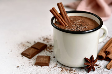 Photo sur Toile Chocolat Homemade hot chocolate in a white enamel mug.