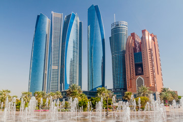 Photo sur Aluminium Abou Dabi View of skyscrapers in Abu Dhabi, UAE