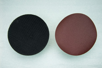 Set Circular sandpaper discs and plastic bracket handle