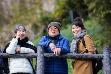 旅行を楽しむ家族