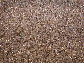 Unzählige kleine geschliffene Edelsteine aus Glas