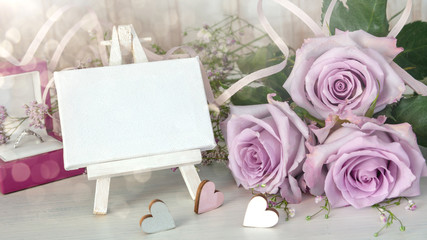 Konzept: Valentinstag, Hochzeit, Verlobung, Einladungskarte mit Textfreiraum