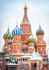 Fototapete - St Basil's Cathedral on Red Square in winter, Moscow, Russia. It is an old landmark of Moscow. Vertical view of St Basil's church during snowfall in the Moscow center. Ancient architecture of Moscow.