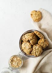 Foto op Aluminium Koekjes Homemade oat cookies in bowl on white background