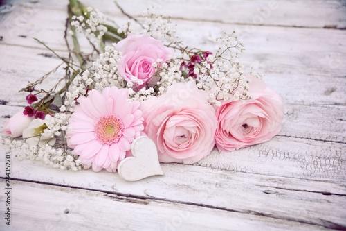 Blumenstrauss Fruhling Muttertag Geburtstag Hochzeit Stock Photo