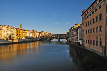 Firenze, tramonto sull'Arno a Ponte Vecchio