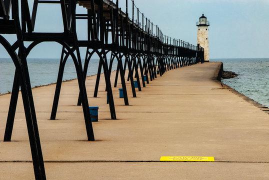 509-11 Manistee Pierhead Light & Catwalk