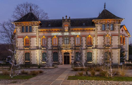Objat (Corrèze - France) - Hôtel de ville