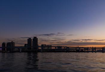 (東京都ー都市風景)豊洲側から望むお台場方面の夕景7