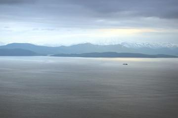 Корабль в Авачинской бухте. Вид с Мишенной сопки