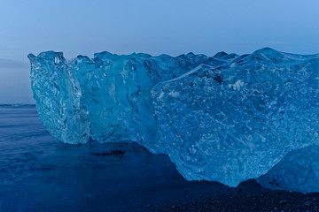 Eisberge am Strand von Jökulsárlón, Island