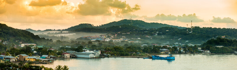Panorama of Coxen Hole, Roatan with fog in first morning light. Fototapete
